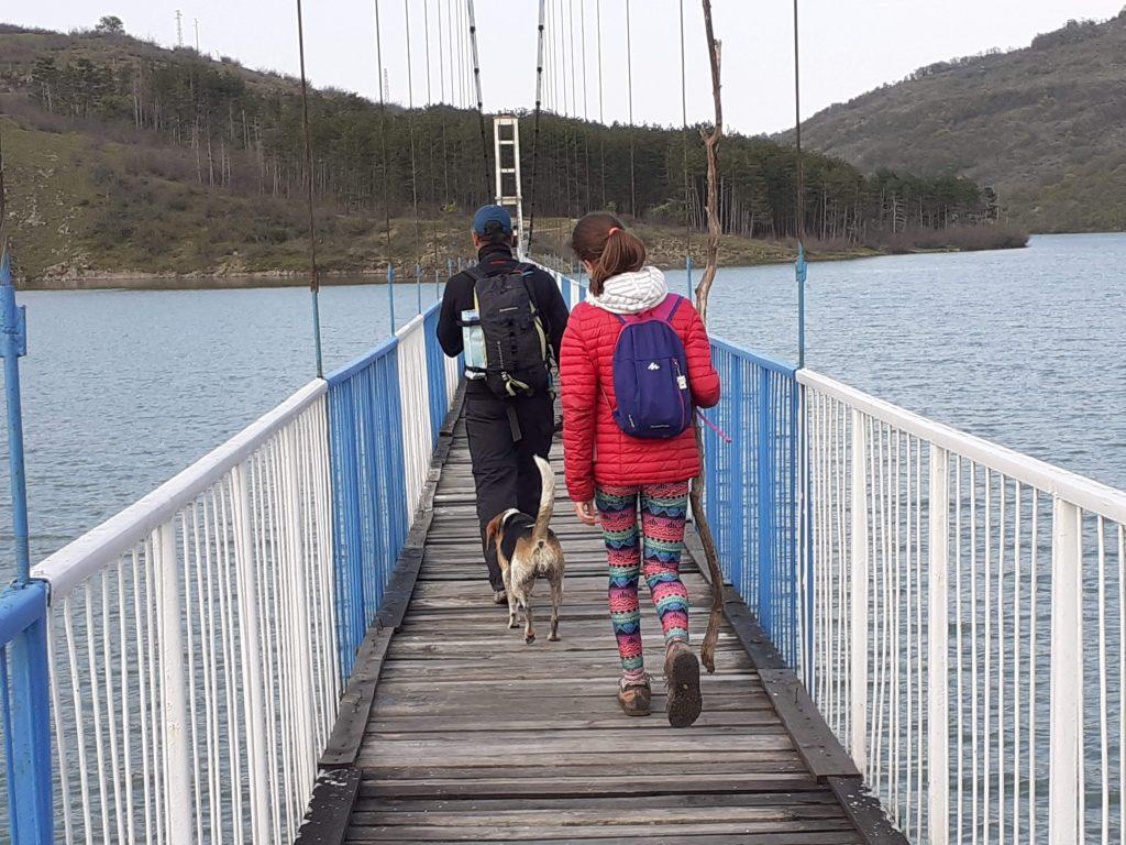 Въжен мост Лисиците към село Лисиците на южния бряг на язовир Студен кладенец го свързахме пеш със село Летовник.