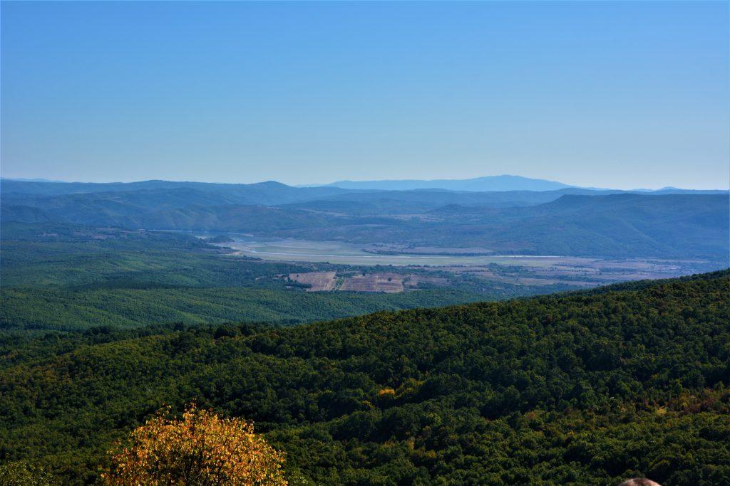 Панорама Глухите камъни. От запад на изток тези чудни кътчета в Източните Родопи могат да бъдат цел на следващата ваша ваканция в магичната планина.