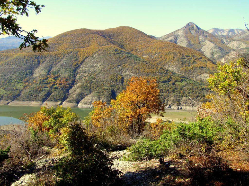 Към пещерата Утроба. От запад на изток тези чудни кътчета в Източните Родопи могат да бъдат цел на следващата ваша ваканция в магичната планина.
