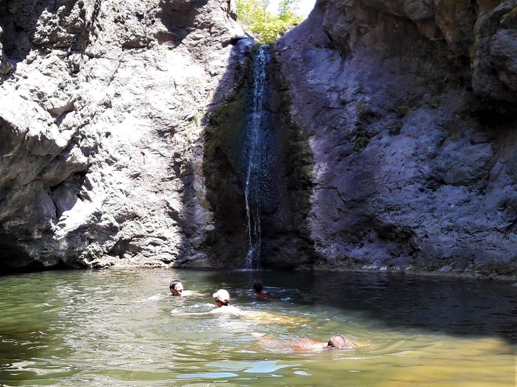 Коневски водопад през юли