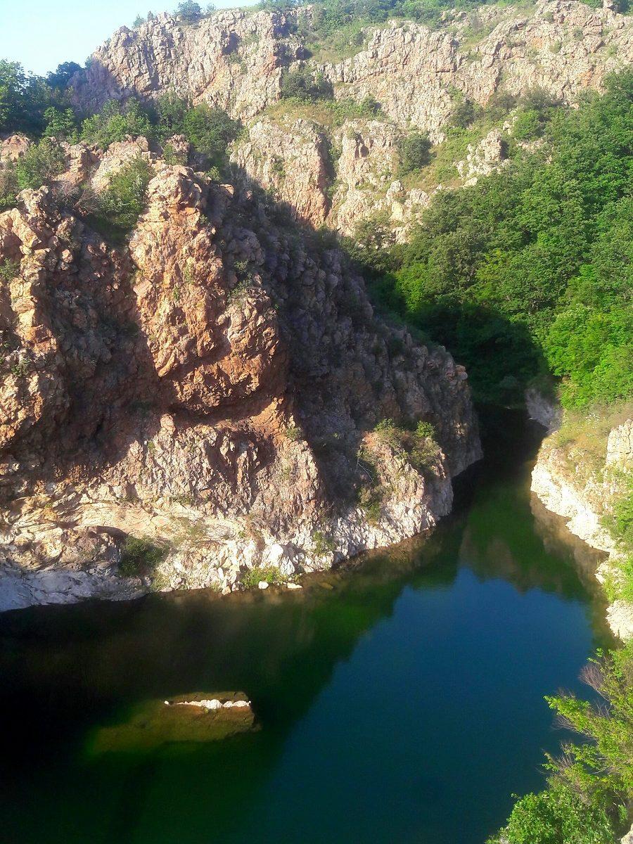 Поглед към залива на Коневския водопад