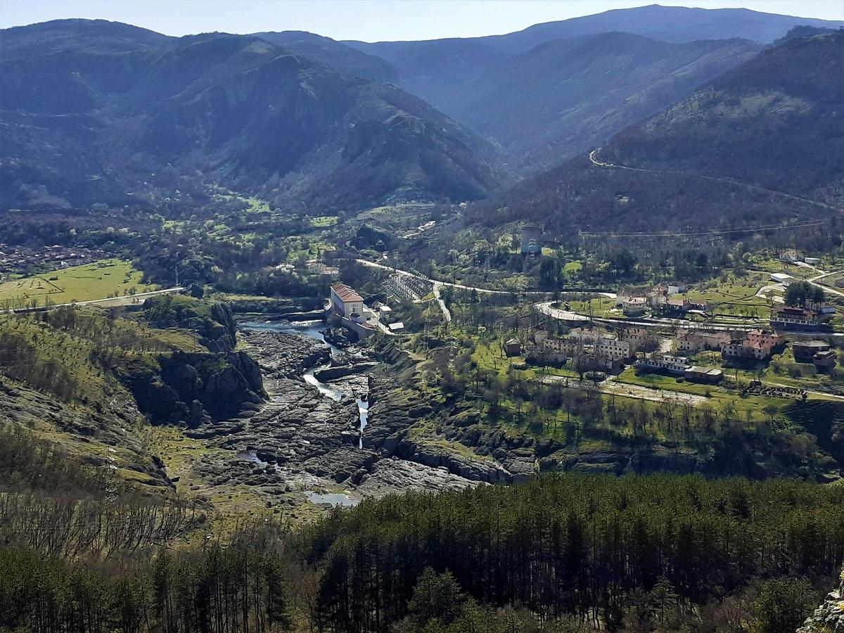 Светиилийският вулкан, село Студен кладенец и долината на Арда след язовир Студен кладенец
