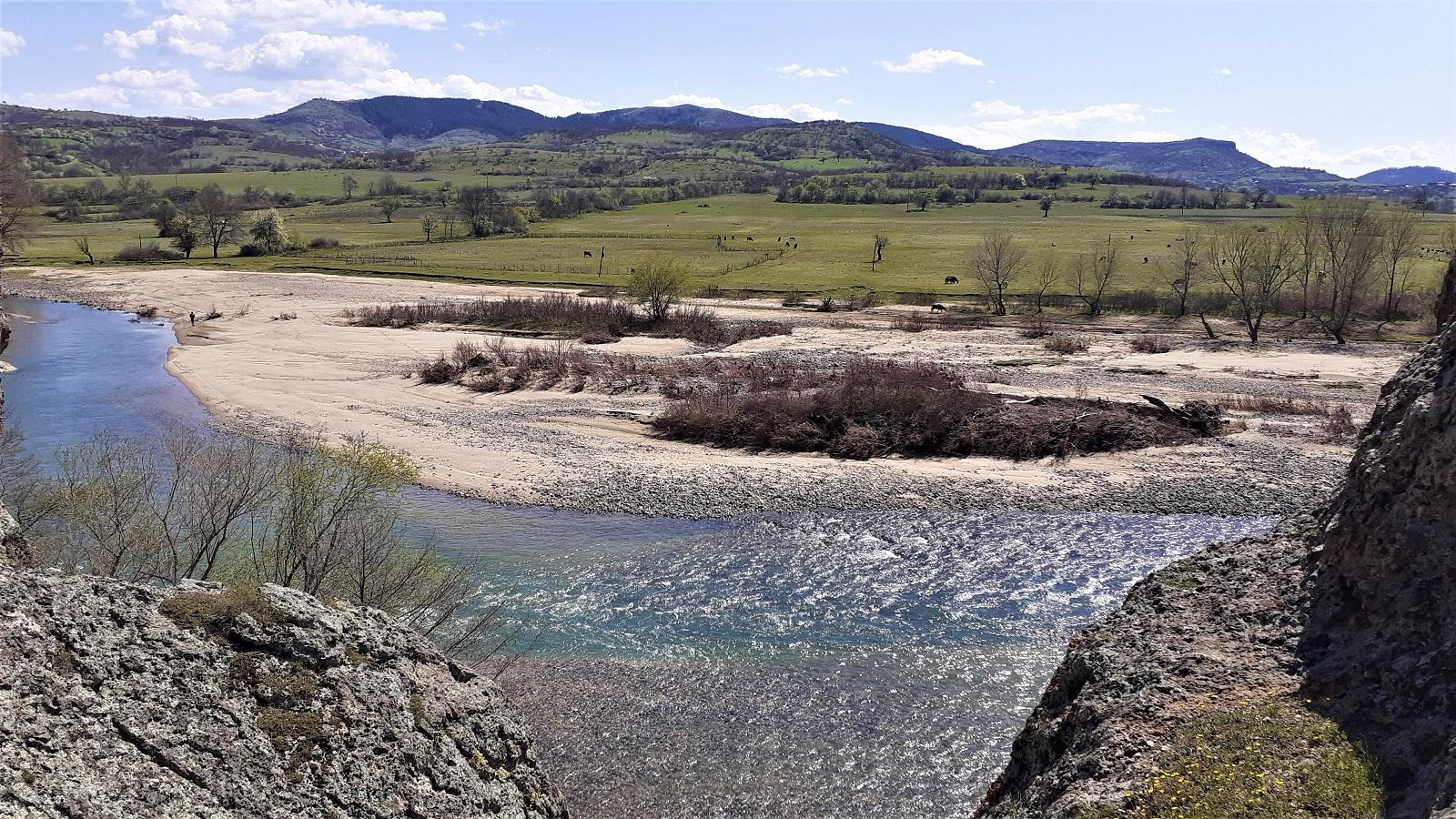 река Крумовица и Ирантепе в далечината